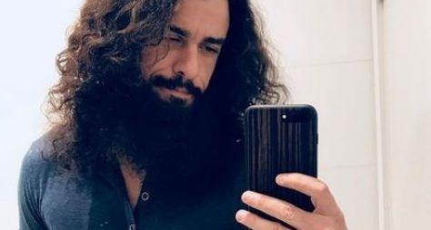 Joaquim Lopes fica cabeludo para Orgulho e Paixão