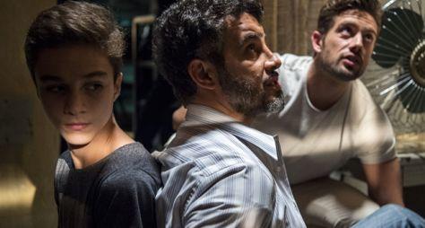 O Outro Lado do Paraíso: Renato sequestra Tomaz e pressiona Clara pelo resgate