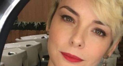 Regine Alves muda o visual para O Tempo Não Para