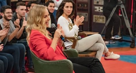 Angélica e Laura Muller recebem surpresa no Altas Horas