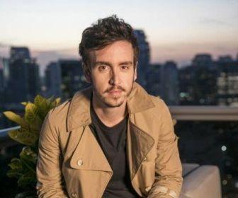 Wagner Santisteban defende repórter de celebridades em O Tempo Não Para