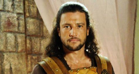 Alexandre Slaviero substitui Théo Becker em Jesus