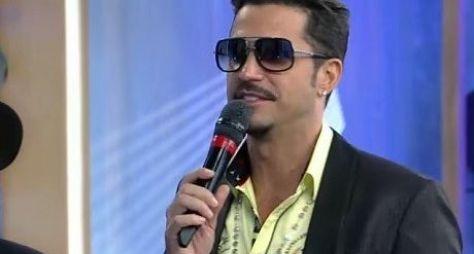 Latino será jurado do programa Canta Comigo