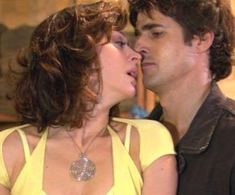 Belíssima: Beijo na oficina marca o início do romance entre Safira e Pascoal
