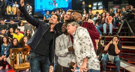 Altas Horas: Iza, Cauã Reymond e Emilio Dantas cantam juntos