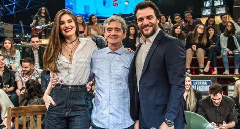 Camila Queiroz, Sérgio Guizé e Rodrigo Lombardi se reencontram no Altas Horas
