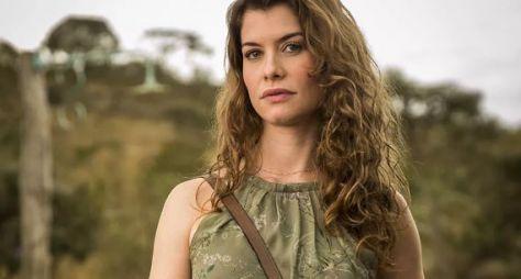 Como vilã de Espelho da Vida, Alinne Moraes comemora 16 anos de TV Globo