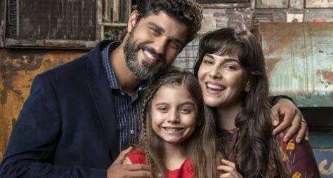 """Bruno Cabrerizo e Tainá Müller caracterizados para """"O Natal Perfeito"""""""
