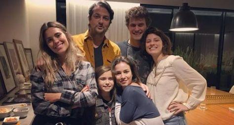 O Sétimo Guardião: A Família dos papéis de Carolina Dieckmann e Marcelo Serrado