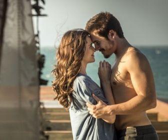 O Tempo Não Para: Marocas e Samuca têm primeira noite de amor