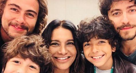 Dira Paes está empolgada com Verão 90, a próxima novela das sete da Globo