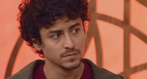 "Jesuíta Barbosa gravará o filme ""Riso de Ariano"", que Globo exibirá como série"