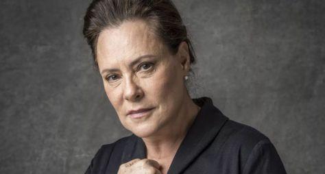 Elizabeth Savala será uma beata cheia de veneno em O Sétimo Guardião