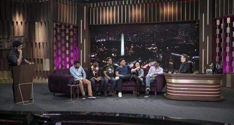 Fábio Porchat recebe os comediantes que fazem parte do comedy Coisa de Preto