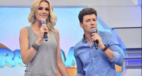 """Ana Hickmann e Rodrigo Faro apresentarão o """"Família Record"""""""