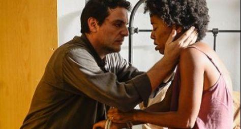 Carcereiros: Adriano tem que correr contra o tempo para salvar a filha