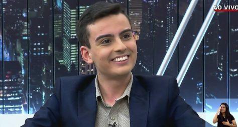 Convidado da Record, Dudu Camargo festeja audiência do SBT