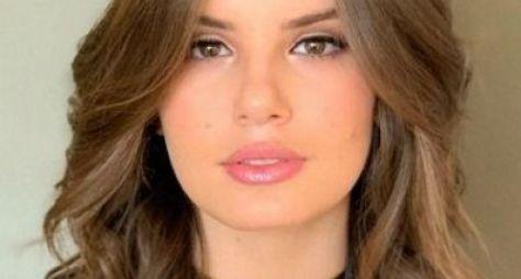 """Camila Queiroz apresenta novo visual para """"Verão 90"""""""