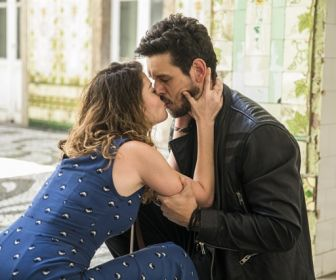 Espelho da Vida: Isabel beija Alain