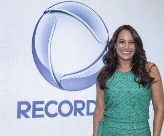 Renata Alves renova contrato com a Record TV