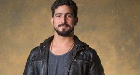 Renato Góes caracterizado para viver o galã de Órfãos da Terra