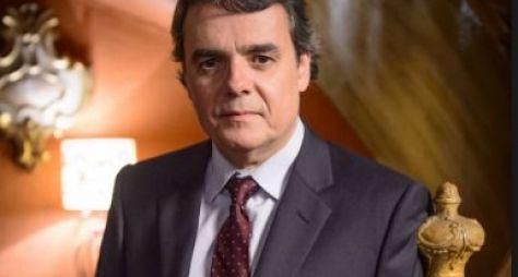 """Cássio Gabus Mendes terá personagem de destaque em """"Éramos Seis"""""""