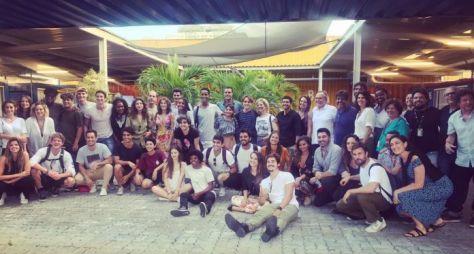Globo promove palestra com veteranos para novo elenco de Malhação