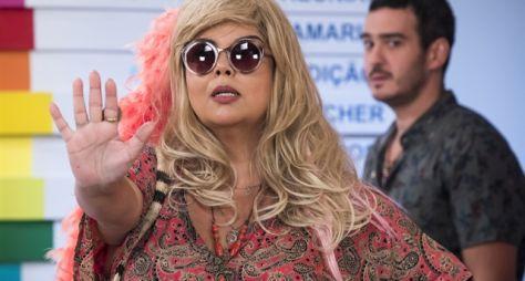 Fim do mistério: Álamo apresenta Freda Mercúrio na PopTV