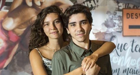 Alanis Guillen é Rita, a jovem que luta pela filha