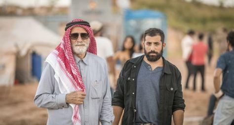 O sheik Aziz Abdallah atravessa o caminho da família Faiek