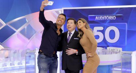 Silvio Santos recebe Lívia Andrade e Leo Dias neste domingo