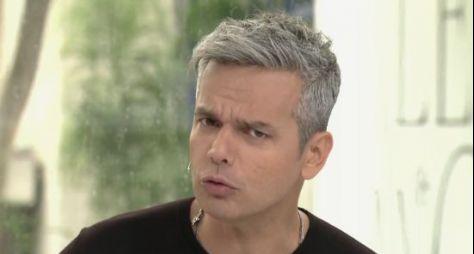 """Com contrato por obra, Otaviano Costa gravará nova temporada da """"Escolinha"""""""