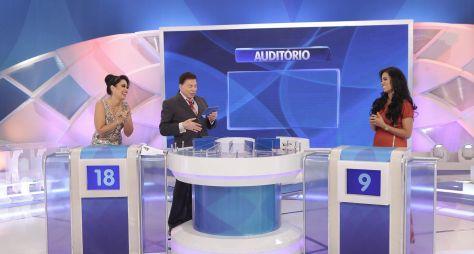 "Silvio Santos recebe Milene Pavorô e Stefhany Absoluta no ""Jogo das 3 Pistas"""