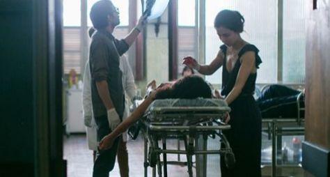 Sob Pressão: Carolina usa as próprias mãos para manter paciente viva