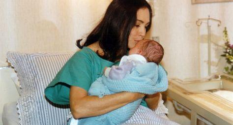 Por Amor: Cena antológica da troca de bebês de Helena e Maria Eduarda