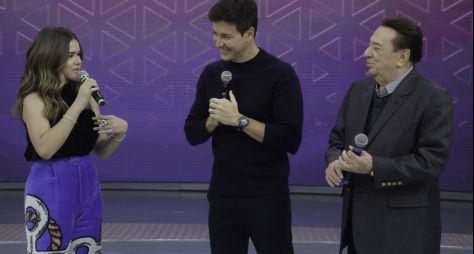 Maisa Silva e Raul Gil se reencontram no palco do Hora do Faro