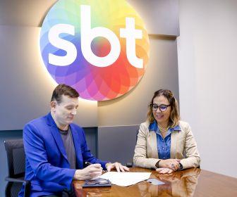 Roberto Cabrini renova seu contrato com o SBT