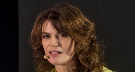 """Lícia Manzo define equipe de roteiristas de """"Em Seu Lugar"""""""