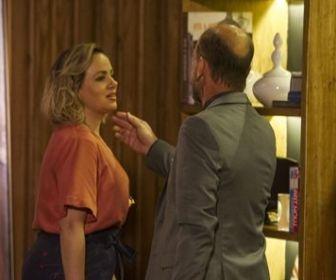 Toda Forma de Amar: Max tenta fazer Regina desistir de se separar