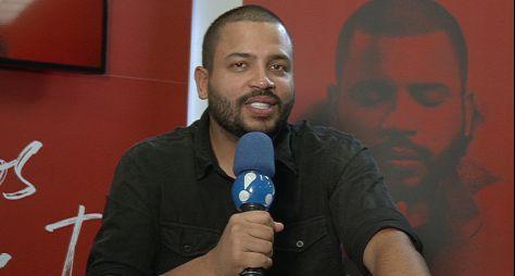 """Faa Morena entrevista o cantor Projota no """"Ritmo Brasil"""""""