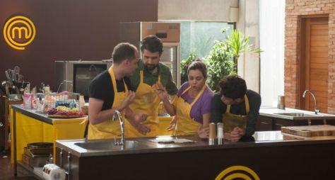 MasterChef: Cozinheiros preparam bolo de casamento durante prova em equipe