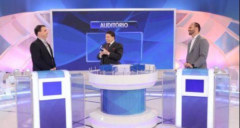 """Silvio Santos recebe Flávio e Eduardo Bolsonaro no """"Jogo das 3 Pistas"""""""