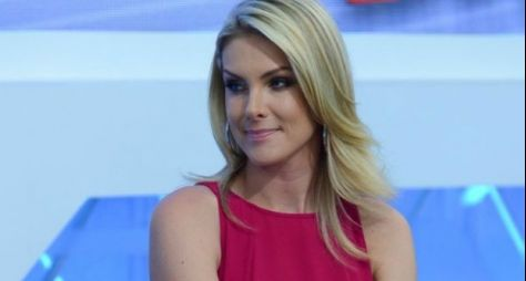Grande final: Ana Hickmann invade casa do Power Couple Brasil ao vivo