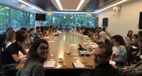 Amor de Mãe: Autora e diretor reúnem atores em workshop