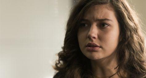 Rita fica desolada com depoimento de Isaura em audiência pela guarda de Nina