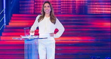 """Luciano Huck que nos aguarde"", provoca Patrícia Abravanel"