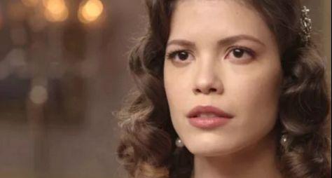 Vitória Strada comemora convite para novela das sete