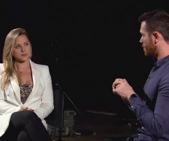"""Domingo Show exibe uma entrevista com Aline Hauck, ex Carlinhos """"Mendigo"""""""
