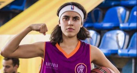 Bom Sucesso: Gabriela corta os cabelos para jogar na final de basquete