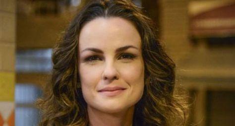 Em Salve-se Quem Puder, Carolina Kasting será mãe de Vitória Strada